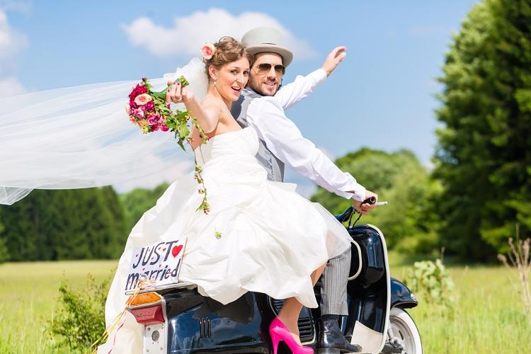 dekoracje samochodu do ślubu