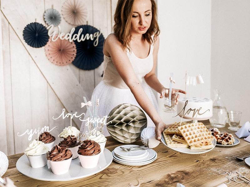 napisy na tort weselny
